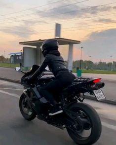 Girl Riding Motorcycle, Motorbike Girl, Biker Girl, Moto Bike, Motorcycle Bike, Girl Motorcyclist, Gif Motos, Moto Wallpapers, Motocross Love
