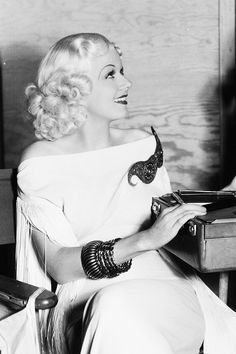 Jean Harlow behind the scenes of China Seas, 1935. The blonde in the pic.