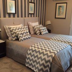 Twin Beds Guest Room, Girls Dorm Room, Home Bedroom, Bedroom Interior, Kids Bedroom Designs, Small Bedroom, Home Design Decor, Dream Rooms, Home Decor Furniture