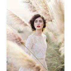 UPCOMING FEATURE | Sneak peek   Featured: @magnoliarouge #magnoliarougemagazine Photographer: @thismodernromance. With @lovelybride, @muajanet, @v4beautyart, @delphinium_floral, @carolhannahbridal, @kwhbridal @karenwillisholmes_newyork