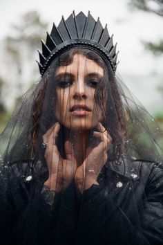 This Black Blade Crown from Loschy is talking to me. It's saying 'why the fuck am I not in your basket yet? BUY ME!' This is the kind of versatile accessory I would happily wear for my wedding...o...