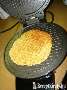 Sajtos tallér 2 Hungarian Recipes, Waffle Iron, Dessert Recipes, Desserts, Grill Pan, Cake Cookies, Crackers, Waffles, Bakery