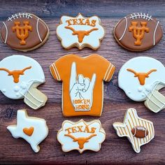 Root for your favorite team with our selection of football themed cookie cutters! Iced Cookies, Cute Cookies, Royal Icing Cookies, Cupcake Cookies, Sugar Cookies, Football Cookie Cutter, Football Cookies, Football Snacks, Cookie Cutters