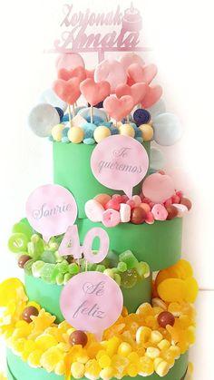 Tarta de golosinas para el cumpleaños de Amaia. #zorionak #tartadegolosinas #tartadechuches #cumpleaños #cajasdegolosinas #birthday #regalosconchuches #regalosamigas #regalosoriginalesamigas #golosinasnaturales malakoss.com