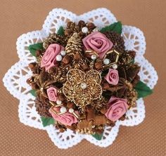 Ferrero Rocher, Homemade Gifts, Brooch, Gift Ideas, Shopping, Diy Gifts, Christmas Presents, Flowers, Deco
