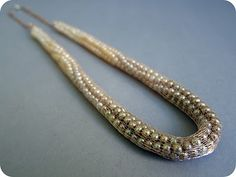 A nice twist on the classic pearl necklace. Learn how to make it yourself !