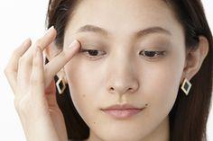 目もと「泥カラー」にハンサム眉が今年顔!秋のトレンドメイク|Daily Beauty Navi|Beauty & Co. (ビューティー・アンド・コー)