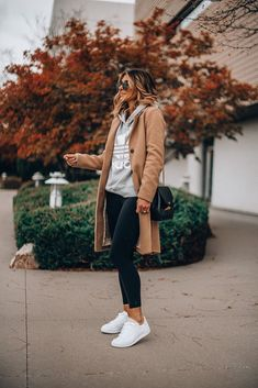 White sneakers fall and winter outfit Trendy Fall Outfits, Casual Winter Outfits, Winter Fashion Outfits, Autumn Winter Fashion, Fashion Dresses, Comfortable Winter Outfits, Winter Outfits Women, Casual Winter Style, Fall Dress Outfits