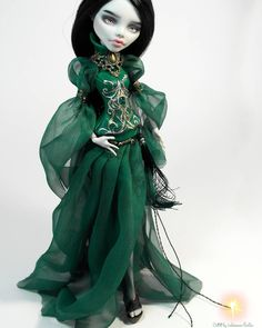 what the hell, can i have one in human size? Monster High Crafts, Monster High Clothes, Custom Monster High Dolls, Monster High Repaint, Custom Dolls, Pretty Dolls, Beautiful Dolls, Monster High Ghoulia, Steampunk Dolls