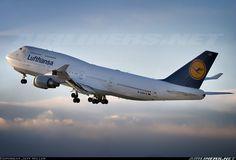 Lufthansa D-ABVZ Boeing 747-430