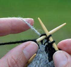 Ullcentrum - Sno tråden på baksidan Stick O, Bra Hacks, Diy Crochet And Knitting, Textiles, Fair Isles, Yarn Needle, Sewing Hacks, Handicraft, Diy And Crafts