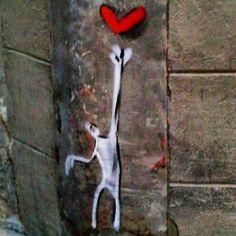 El amor al alcance de tu mano @exit.enter #exitenter #barnart#stree2lab #dsb_graff #urbangraffitisbcn #rsa_graffiti#tv_streetart #splendid_urban#urbanromantix  #ig_barcelona #catalunyalliure #arteenlascalles #arteurbano #arteurbanobarcelona##dopeshotbro #vimural #arteenlascalles #artalcarrer  #tv_streetlife by fans_del_arte_urbano