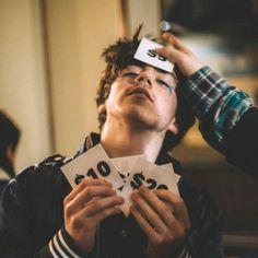 See Declan McKenna pictures, photo shoots, and listen online to the latest music. Indie Boy, Indie Kids, Declan Mckenna Aesthetic, Nick Robinson, Music People, Dylan O'brien, Latest Music, Debut Album, Music Stuff