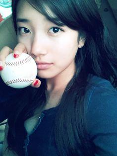 "miss A's Suzy is a ""Baseball Goddess"" Bae Suzy, Most Beautiful Faces, Stunningly Beautiful, Cute Asian Girls, Beautiful Asian Girls, Pretty Girls, Korean Beauty, Asian Beauty, Suzy Instagram"
