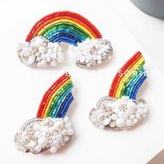 @tenyseven_accessories ・・・ Символично🤗🌈🌈🌈для @picnicnaraduge_zp #брошьрадуга #брошь #брошка #брошканазаказ #ручнаяработа #рукоделие #бисер #брошьизбисера #bead #beads #beaded #beading #brooch #brooches #beadbrooch #beadedbrooch #handmade #beadedhandmade #beadedwork #beadwork #beadedjewelry #beadjewelry #rainbow #rainbowbrooch Bead Embroidery Patterns, Bead Embroidery Jewelry, Beaded Embroidery, Beaded Jewelry, Brooches Handmade, Handmade Beads, Wire Crafts, Bead Crafts, Beading Needles
