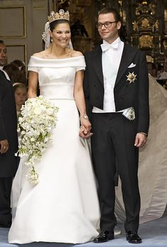 2010 Victoria of Sweden wedding dress @weddingchicks