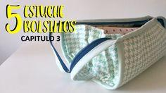 En esta ocasión le toca el turno a los trapecios, van a ser los protagonistas… Sew Together Bag, Fabric Bags, Sewing Projects, Sewing Patterns, Coin Purse, Patches, Youtube, Wallet, Crochet