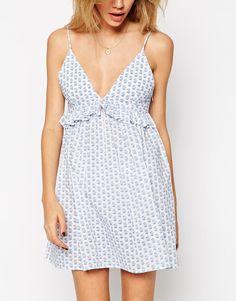 Bild 3 von ASOS Petite – Geblümtes Bustier-Kleid mit Rüschen