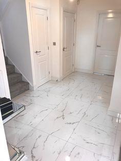 Marble floor statuario new home inspiration hallway Marble Tiles, Marble Floor, Tile Floor, Tiled Hallway, Hallway Flooring, Hallway Decorating, Interior Decorating, Hallway Designs, New Homes