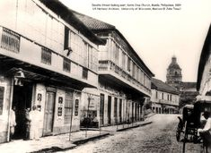 Escolta Street looking east, Santa Cruz Church, Manila, Philippines, 1884 Spanish rule period. Buildings on the left side of the street is where the First United Building (Perez-Samanillo Building) is today. Filipino Architecture, Philippine Architecture, Architecture Concept Drawings, Historical Architecture, Pictures To Paint, Old Pictures, Vintage Pictures, Philippines Culture, Manila Philippines