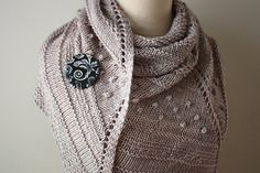 Shawl Knitting Pattern / Chunky Textured Knit / par phydeauxdesigns