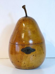 TREEN FRUIT WOOD PEAR TEA CADDY ( Germany 1800 ).