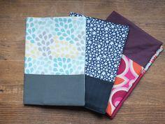 Protège carnet de santé le tuto ! Picnic Blanket, Outdoor Blanket, Sewing Accessories, Diy And Crafts, Notebook, Diy Accessoires, Ranger, Crochet, Books