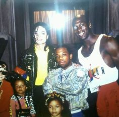 Michael Jackson & Michael Jordan.  Not sure who the other people are, i'm assuming fans lol.