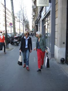A Femme d'Un Certain Age: On the Streets of Paris