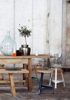 is there such a thing as a short bench? would be nice to have a small bench and stools at table
