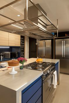 Look at the spacing between the range and the edges. need comfortable room Modern Kitchen Cabinets, Kitchen Interior, Kitchen Dining, Kitchen Decor, Luxury Kitchens, Cool Kitchens, Basement Inspiration, Kitchenette, Beautiful Kitchens