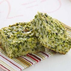 Cheese, Spinach and Zucchini Rice Slice (sounds and looks good! I bet the veggies used can be whatever you have on hand?) Cheese, Spinach and Zucchini Rice Slice (sounds and looks good! I bet the veggies used can be whatever you have on hand? I Love Food, Good Food, Yummy Food, Vegetable Recipes, Vegetarian Recipes, Healthy Recipes, Zucchini Rice, Zucchini Squares, Baby Food Recipes