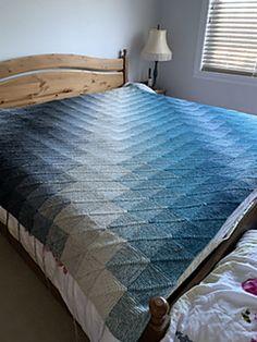 Dominotæppe   Gratis strikkeopskrifter   Strikkeglad.dk Drops Design, Cabin, Contemporary, Rugs, Inspiration, Furniture, Home Decor, Knitting, Scrappy Quilts