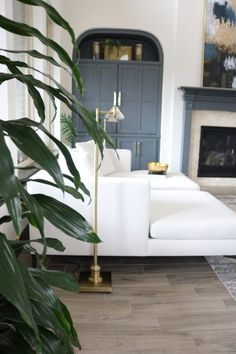 Living room grey fireplace coffee tables ideas for 2019 Living Room White, Chic Living Room, Paint Colors For Living Room, White Rooms, Living Room Grey, Rugs In Living Room, Trendy Living Room Wallpaper, Grey Fireplace, Lounge