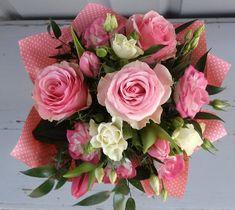 Születésnapi csokor  2080 Floral Wreath, Wreaths, Rose, Flowers, Plants, Decor, Decorating, Flower Crowns, Door Wreaths