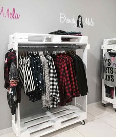 Like the DIY feel of these pallet retail display racks. Like the DIY feel of these pallet retail display racks. Diy Casa, Build A Wardrobe, Pallet Wardrobe, Pallet Closet, Diy Pallet Projects, Wooden Pallets, Pallet Furniture, Furniture Decor, Diy Home Decor