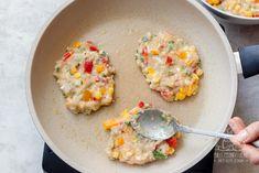 Kotleciki drobiowe z warzywami dla dzieci i dorosłych - przepis krok po kroku Chilli, Tzatziki, Cooking Recipes, Eggs, Breakfast, Kitchen, Food, Projects, Morning Coffee