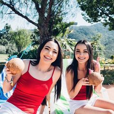 Merrell Twins Merrill Twins, Veronica And Vanessa, Veronica Merrell, Vanessa Merrell, Boy Best Friend Pictures, Famous Twins, Twin Photos, Cute Twins, Beauty