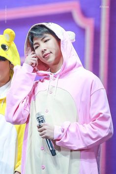 Muster 김남준 RM Namjoon Start your Monday morning with . Namjoon in pink animal onesie Mixtape, Jimin, Bts Bangtan Boy, Jhope, Foto Bts, K Pop, Bts 4th Muster, Rapper, Taehyung