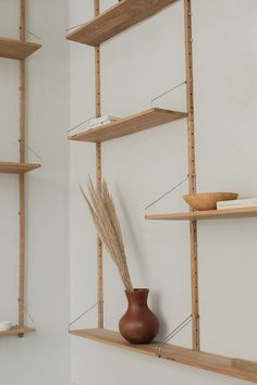 This shelf library by Frama is a modular shelving system in solid oak with stainless steel brackets. Modular Shelving, Shelving Systems, Shelf System, Plant Shelves, Display Shelves, Furniture Design, Plywood Furniture, Chair Design, Design Design