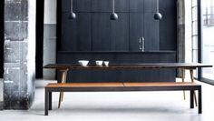 Cosa ne pensate delle cucine scure? Københavns Møbelsnedkeri presenta una intera collezione di cucine moderne scure in diverse combinazioni di legno. I pezzi sono di altissima qualità.