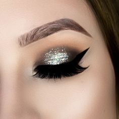 holographic glitter smokey eye tutorial, step by step, toofaced chocolate bar palette, holo makeup,makeup tutorial