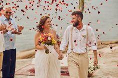 Galeria fotográfica - casamentos.com.br Boho Wedding, Wedding On The Beach, Wedding Shot, Weddings, Couple, Events