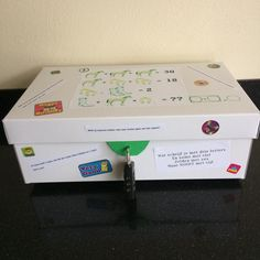 ESCAPE THE BOX! Diy Presents, Diy Gifts, Escape Box, Escape The Classroom, Detective Party, Breakout Boxes, Escape Room Puzzles, Birthday Box, Birthday Treats