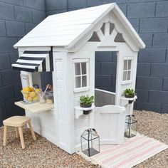 Palm Springs-Inspired Playhouse for Toddlers with DIY Juice Bar #playhousediy #toddlerplayhouse