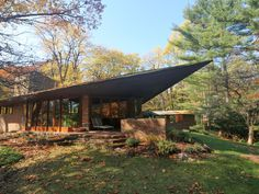 11 Frank Lloyd Wright homes you can rent right now - Curbedclockmenumore-arrow : Add some architecture to your vacation Casas De Frank Lloyd Wright, Frank Lloyd Wright Buildings, Frank Lloyd Wright Homes, Exterior Tradicional, Palmer House, Santa Lucia, Modern House Design, Arches, Architecture Design