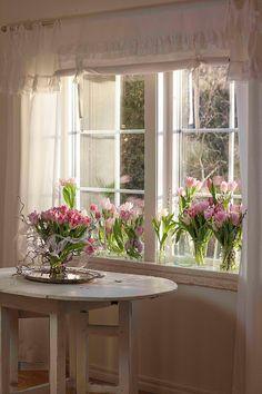 Tulips - shabby chic home Rose Cottage, Shabby Cottage, Cottage Style, Shabby Chic Pink, Shabby Chic Homes, Cottage Kitchens, Cottage Homes, Rose Gold Kitchen, Cottage Windows