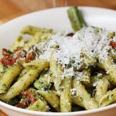 Macarrão com Pesto, Tomate Seco e Aspargos