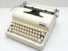 Stunning example of a Torpedo 18 with an incredibly rare typeface. Royal Typewriter, Antique Typewriter, Vintage Room, Vintage Antiques, Portable Typewriter, Vintage Typewriters, Fonts, Room Decor, House Design