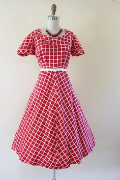 Dress Vintage Dress Red White Windowpane by jumblelaya 1940s Dresses, Vintage Dresses, 1940s Fashion, Vintage Fashion, A Line Skirts, Chambray, Fit And Flare, Short Sleeve Dresses, Style Inspiration